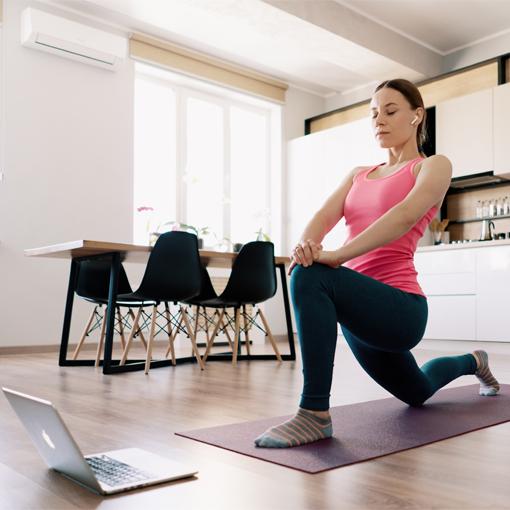Praticar exercícios, seja em casa ou nas academias, melhora a saúde. - Divulgação